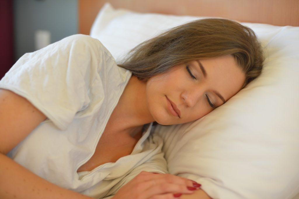【女性の薄毛】睡眠不足が女性の薄毛の原因になる