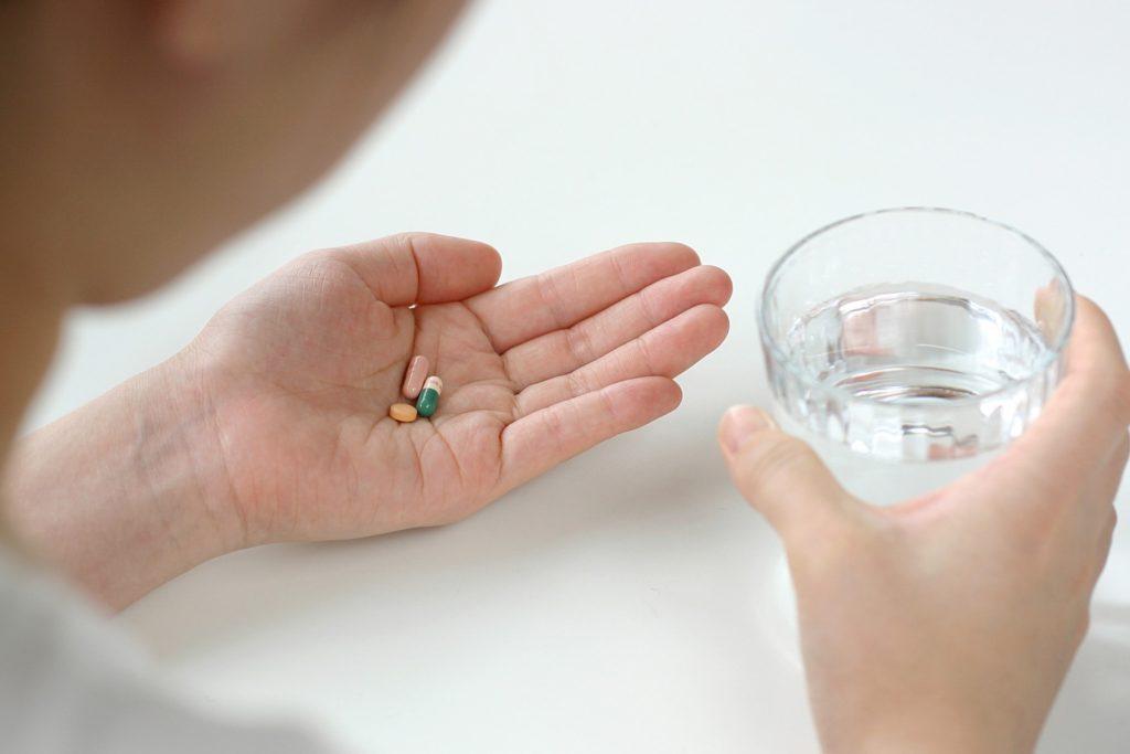 【薄毛の原因】女性の薄毛の原因の薬の副作用とは