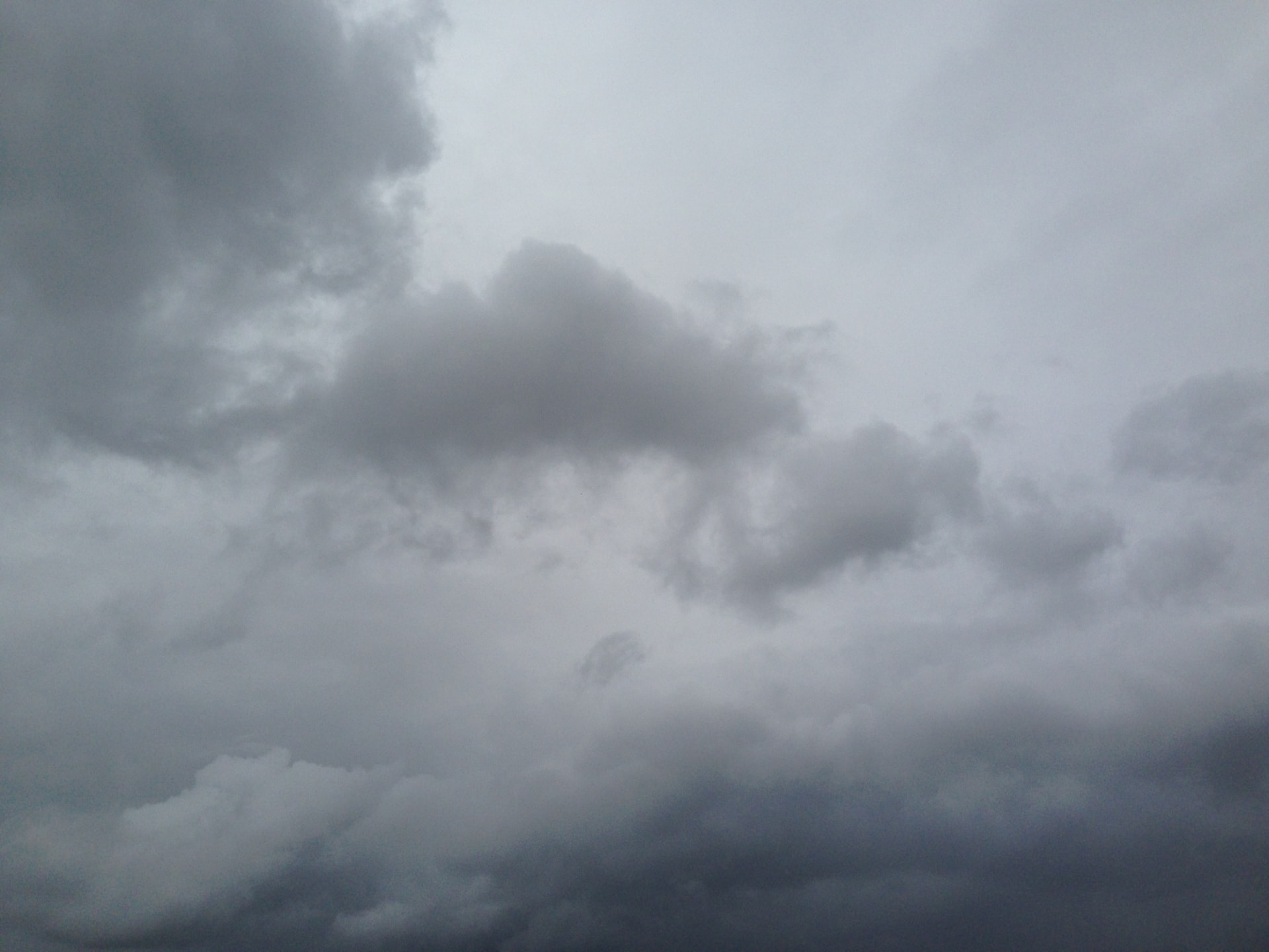 もしかして天気痛?台風や雨の日に原因不明の頭痛・・・